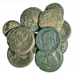 1  -  Lote 11 piezas, una de ellas con agujero: 5 unidades, 2 mitades, 1 as y 2 semis, ibérico e ibero-romano, centro-norte y dos unidades del sur. RC/BC+.