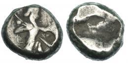 131  -  PERSIA. Siclo. Reyes Aqueménidas (de Darío I a Jerjes V). Sardes. A/ Rey arrodillado con arco a der.  AR 5,56 g. COP-280. SBG-4678. BC+.