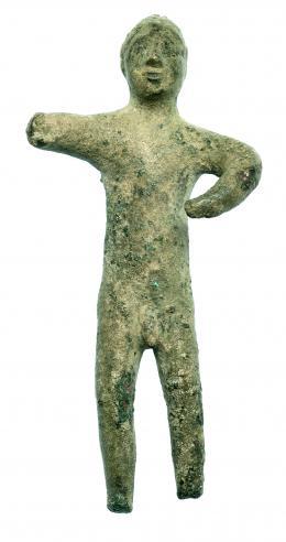 702  -  HISPANIA ANTIGUA. Cultura Ibérica. Bronce. Exvoto viril sin pies, ni manos. Altura 9 cm. S. V-II a.C.