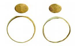 715  -  ROMA. Imperio Romano. Oro. Lote de dos anillos, uno anepigráfico y otro epigrafíado con PRIMA. MA en monograma. Diámetro: 14 mm. Procedente de colección privada española años 1970-80.