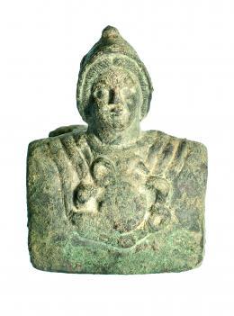 728  -  ROMA. Imperio Romano. Bronce. Aplique de carro con representación de Minerva. Altura: 10,0 cm. Longitud: 8,0 cm. Procedente de colección privada española años 1970-80.