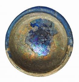 748  -  ROMA. Imperio Romano. Vidrio azul. Vasito con irisaciones. Diámetro: 6,2 cm. Altura: 3,1 cm. Procedente de colección privada española años 1970-80.