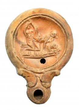750  -  ROMA. Imperio Romano. Terracota. Lucerna con representación erótica. Altura: 10,8 cm. Procedente de colección privada española años 1970-80.