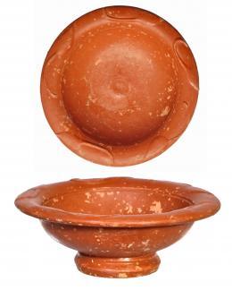 754  -  ROMA. Imperio Romano. Terra sigillata. Copa con decoraciones vegetales en el interior del borde exvasado. Diámetro: 9,8 cm. Altura: 3,4 cm. Procedente de colección privada española años 1970-80.