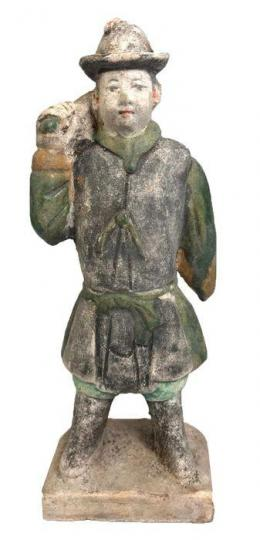 33  -  Antigua China Terracota Figura de hombre de cortejo. Dinastía Ming (1368-1644).
