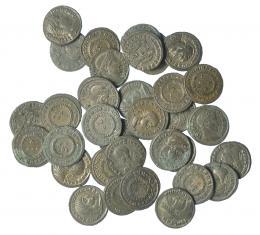304  -  Lote 33 follis diferentes: Crispo (4), Constantino I (16), Constantino II (11) y Licinio (2). Calidad media EBC.