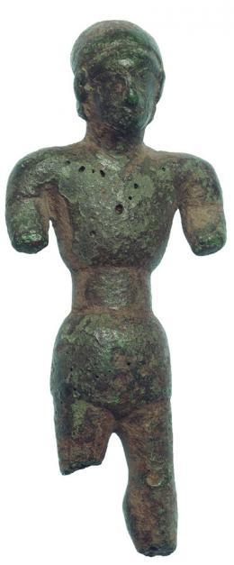 2022  -  HISPANIA ANTIGUA. CULTURA IBÉRICA. Exvoto masculino (VI-III a.C.). Bronce. Altura 7,9 cm. Parte de piernas y brazos fragmentados.