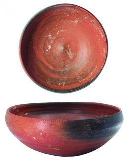 2024  -  HISPANIA ANTIGUA. Cultura Ibérica. Cuenco (III-II a.C.). Cerámica. Con decoración incisa en borde y parte inferior del cuerpo. Altura 5,6 cm. Diámetro 15,1 cm.