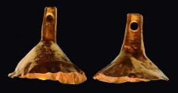 2029  -  ROMA. Lote de dos elementos decorativos y/o remates de colgante (I a.C. - IV d.C.). Oro. Con perforación en la parte superior. Altura 20 y 22 mm.