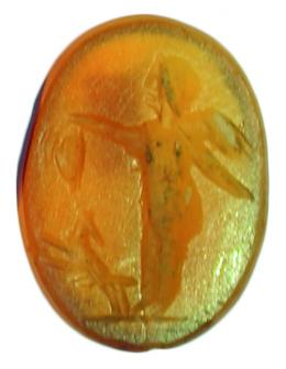 2030  -  ROMA. Entalle (I a.C.-III d.C.). Conalina. Con representación de Cupido de pie a izq. Delante perro sobre dos patas. Longitud 11 mm.