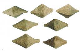 2033  -  ROMA. República Romana. Lote de siete glandes (46-45 a.C.). Plomo. Epigrafíados con CN MAG (Cneo Pompeyo Magno). Longitud 4,4-5,2 mm.