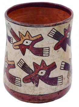 2101  -  PREHISPÁNICO. Vaso cilíndrico. Cultura Nazca (100-700 d.C.). Terracota policromada. Con decoración abstracta (ojos). Altura 14,8 cm. Diámetro 10,3 cm. Se adjunta prueba de termoluminiscencia.