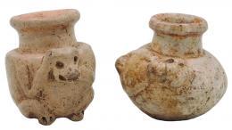 2103  -  PREHISPÁNICO. Lote de dos frascos medicinales y/o de tabaco. Cultura Maya (600-800 d.C.). Terracota. Altura 5,3 y 5,5 cm.
