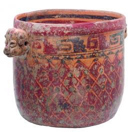 2105  -  PREHISPÁNICO. Olla. Cultura Maya (550-950 d.C.). Terracota policromada. Con decoración geométrica y falsas asas figurativas. Altura 17,3 cm. Diámetro 17,2 cm. Se adjunta prueba de termoluminiscencia.