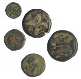 25  -  Lote 5 bronces republicanos: As de Maiania y as, triens, semis y semis de imitación anónimos. BC-/BC+.