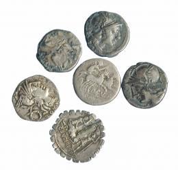 26  -  Lote 6 denarios republicanos, uno de ellos con soldadura. BC+/MBC-.