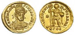 603  -  IMPERIO ROMANO. TEODOSIO II. Sólido. Tesalónica (424-425). A/ Busto del emperador de frente, mirando a der.; con casco, diadema de perlas, coraza, lanza y escudo decorado con jinete; D N THEODOSIVS P F AVG. R/ Emperador de frente, en traje militar, con estandarte y cruz sobre globo, en campo estrella; en exergo TESOB; GLOR ORVI-S TERRAR. AU 4,26 g. 19,9 mm. RIC-362. EBC-.