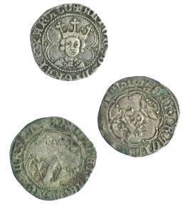 781  -  CORONA DE ARAGÓN. Lote de 3 monedas de 1 real de Alfonso el Magnánimo: Valencia (2), Mallorca marca flores de lis (1). MBC-/MBC.
