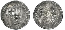 858  -  REYES CATÓLICOS. 8 reales. Segovia. D. A/ FERNDV(S E)T ELISABET (DE)I GRAC. R/ REGINA (C)ASTE LEGIONIS ARAGON REX E(T)D. AR 26,53 g. 40,7 mm. AC-574. Oxidaciones en anv. y rev. MBC/MBC-. Rarísima. Pieza extremadamente rara, con marca de ensayador y valor en anverso a los lados del escudo, en su forma tradicional, pero que en reverso, junto a la marca de ceca, coloca de nuevo el signo de valor, algo que solo encontramos en las piezas de este valor realizadas en la Casa Vieja de Segovia, que en este caso ya pertenecen cronológicamente al reinado de Felipe II. Juan de Arfe y Villafañe, en su obra Quilatador de la plata, oro y piedras preciosas (Valladolid, 1572), recuerda este anómalo hecho: