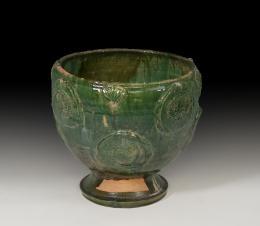 1117  -  CHINA. Dinastía Yuan-Ming. Vasija (Finales XIV-XV d.C.). Cerámica vidriada verde. Con decoración floral en cuerpo. Altura 24,6 cm. Diámetro 24,5 cm.