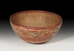 1143  -  PREHISPÁNICO. Cultura Maya. Cuenco (250-900 d.C.). Cerámica policromada. Altura 9,4 cm. Diámetro 20,5 cm.