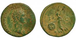 300  -  IMPERIO ROMANO. DOMICIANO. As. Roma (85 d.C.). R/ Victoria avanzando a izq. con escudo en el que se lee SPQR, S-C. RIC-388. Pátina verde claro. MBC-.