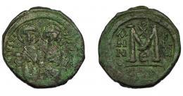 385  -  IMPERIO BIZANTINO. JUSTINO II. Follis. Constantinopla (565-566). A/ Justino y Sofía entronizados y nimbados. AE 14,95 g. 31,3 mm. SBB-360. Pátina verde. MBC-/MBC.
