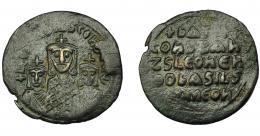 392  -  IMPERIO BIZANTINO. BASILIO I. Follis. Constantinopla (870-879). A/ Basilio I, Constantino y León VI. AE 6,27 g. 28,5 mm. SBB-1713. Pátina verde. MBC-.