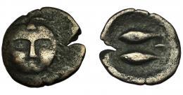 70  -  HISPANIA ANTIGUA. GADIR. Mitad. A/ Cabeza frontal de Melkart con leonté. R/ Dos atunes a izq., encima aleph. AE 3,76 g. 21,3 mm. I-1336. ACIP-655. Cospel abierto. BC+. Rara.