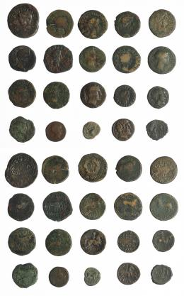 8  -  HISPANIA ANTIGUA. Lote de 20 monedas de bronce ibéricas e hispano-romanas, algunas con contramarcas. RC/BC.