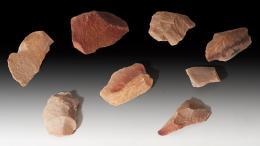 2003  -  ARQUEOLOGÍA. PREHISTORIA. Período Musteriense. Lote de 8 útiles microlíticos (80.000 a.C.). Cuarcita y sílex. Altura 6,5 a 5 cm.