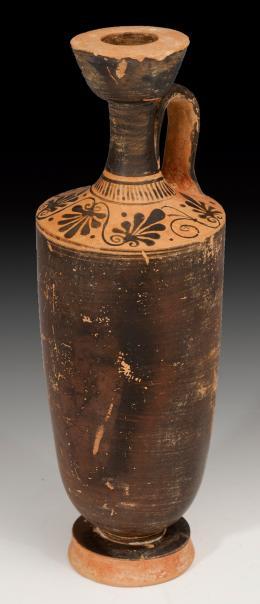 2009  -  ARQUEOLOGÍA. GRECIA. Atenas. Lekythos (V a.C.). Cerámica de engobe negro. Con decoración floral en arranque de cuello. Altura 25,0 cm.