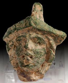 2036  -  ARQUEOLOGÍA. ROMA. Imperio Romano. Aplique en forma de cabeza de Minerva (I-III d.C.). Bronce. Altura 5,1 cm.
