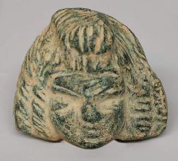 2037  -  ARQUEOLOGÍA. ROMA. Imperio Romano. Aplique en forma de cabeza femenina (III-IV d.C.). Bronce. Altura 2,7 cm.