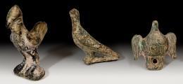 2039  -  ARQUEOLOGÍA. ROMA. Imperio Romano. Lote de tres figuras de ave (II-IV d.C.). Bronce. Altura 3,6, 3,5 y 2 cm.