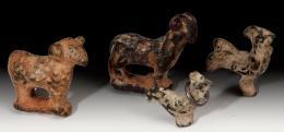 2040  -  ARQUEOLOGÍA. ROMA. Imperio Romano. Lote de cuatro figuras (II-III d.C.). Bronce. Dos ovejas y dos gallos. Alturas 4, 3,2, 2,5 Y 2,2 cm.