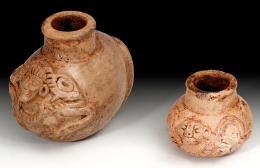 2066  -  ARQUEOLOGÍA. PREHISPÁNICO.  Lote de 2 frascos medicinales y/o de tabaco (Cultura Maya 600-800 d.C.). Terracota. Alturas 6,2 y 3,8 cm.