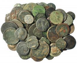 212  -  HISPANIA ANTIGUA. Lote de 64 monedas. Varios valores: Acinipo (5), Bora (1), Carbula (1), Carmo (14), Hispano-cartaginesas (4), inciertas de Castulo (3), Cumbaria (1), Irippo (5), Italica (3), Ilipense (2), Lastigi (5), Laelia (3), Murtilis (1), Orippo (3), Osset (8), Obulco (1), Ulia (4). 6 rotas. Calidad media RC a MBC-.