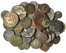 216  -  HISPANIA ANTIGUA. Lote de 56 monedas de bronce de Gadir. Gran variedad de tipos y tamaños. Dos de ellas con agujero. Calidad media BC/BC+.