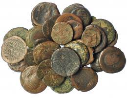 217  -  HISPANIA ANTIGUA. Lote de 34 monedas de Obulco: doble, unidad (6), ases (20, uno de ellos partido y otro con agujero), semis (7). De BC a MBC-.