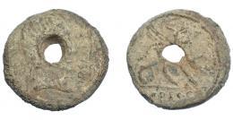 282  -  HISPANIA ANTIGUA. URSO. Plomo monetiforme. A/ Cabeza diademada con ínfulas a der., delante VRSONE con línea. R/ Esfinge a der., debajo L AP DEC Q (F).  Pb 24,81 g. 31,8 mm. CCP-p. 16, 2. Agujero central. BC.