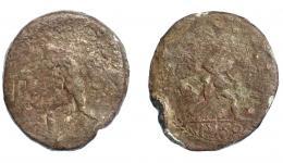 287  -  HISPANIA ANTIGUA. Plomo monetiforme. Serie de las minas. A/ Hombre avanzando a izq. con campanilla y pala sobre el hombro; P-S. R/ Hombre desnudo a der., semiagachado, derramando el contenido de un ánfora; en campo (Q.) CO/ IL(Q), bajo línea de exergo IVSO. Alrededor áurea. Pb 85,15 g. 49,2 mm. BC-/BC+.