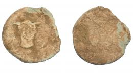 290  -  HISPANIA ANTIGUA. Plomo monetiforme. Serie de las minas. A/ Cabeza frontal de toro. R/ Frustro. Pb 61,16  g. 48,6 mm. CCP-anv. sim. a pp. 28-29. BC-/MC.