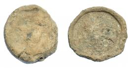 292  -  HISPANIA ANTIGUA. Plomo monetiforme. Serie de las minas. A/ Cabeza frontal de toro. R/ ¿Caballo a der.? alrededor láurea. Pb 120,47 g. 47,1 mm. CCP-sim. a pp. 28-29. RC/MC.