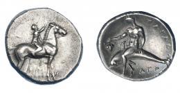 314  -  GRECIA ANTIGUA. CALABRIA. Tarento. Didracma (302-281 a.C.). A/ Jinete a der. coronando a caballo. R/ Taras con racimo de uvas sobre delfín a izq.; AΓA debajo TAPAΣ. AR 7,10 g. 21,4 mm. COP-no. SNG ANS-1051/4. SBG-363. EBC-/EBC. Ex col. Guadán 1374.