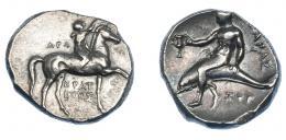 318  -  GRECIA ANTIGUA. CALABRIA. Tarento. Didracma (280 a.C.). A/ Jinete a der. coronando a caballo; detrás AΓΩ, debajo KPAT/INOΣ. R/ Taras con cántaro sobre delfín a izq.; ZOP debajo; TAPAΣ. AR 7,95 g. 21,8 mm. COP-no. SNG ANS-1055. SBG-363. MBC+/EBC-. Ex col. Guadán 1376.