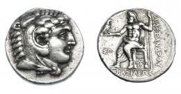 381  -  GRECIA ANTIGUA. MACEDONIA. A nombre de Alejandro III. Arados. Menes o Laomedon. Tetradracma (324-320 a.C.). A/ Cabeza de Alejandro con leonté a der. R/ Zeus entronizado a izq. sosteniendo águila y cetro; delante ΣΩ, monograma bajo el trono; ΒΑΣΙΛΕΩΣ ΑΛΕΞΑΝΔΡΟΥ. AR 17,11 g. 25,3 mm. PRC-3321. SBG-6718. MBC. Ex col. Guadán 1770.
