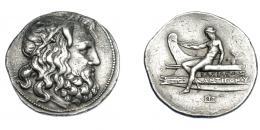 384  -  GRECIA ANTIGUA. MACEDONIA. Antígonos III Doson. Tetradracma (229-221 a.C). A/ Cabeza de Poseidón a der. R/ Apolo desnudo, sentado sobre proa a izq., debajo monograma; BASILEWS ANTIGONOU. AR 16,98 g. 32,5 mm. COP-1204. SBG.6789. Leves oxidaciones. MBC+. Rara. Ex col. Guadán 1796.