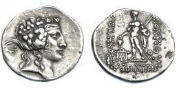 390  -  GRECIA ANTIGUA. TRACIA. Maroneia. Tetradracma (post. 146 a.C.). A/ Cabeza de Dionisos a der. R/ Dionisos a izq. con dos lanzas y racimo de uvas, monograma a izq., a der M;  DIONISOU SΩTHPOΣ, en exergo ΘAΣIΩN. AR 16,39 g. 33,1 mm. COP-637 ss. SBG-1635. Ligeramente abrillantada. Pequeñas marcas. MBC. Ex col. Guadán 1919.