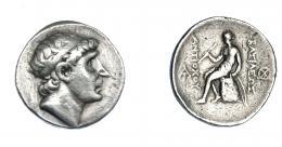 440  -  GRECIA ANTIGUA. REINO SELÉUCIDA. Antíoco I. Tetradracma (270-267 a.C.). A/ Cabeza diademada a der. R/ Apolo con arco y flechas sentado a izq. sobre ónfalo, monogramas a izq. y der.; ΒΑΣΙΛΕΩΣ ΑΝΤΙΟΧΟΥ. AR 17 g. 29,4 mm. COP-51. SBG-6866. MBC-/BC+. Ex col. Guadán 2497.